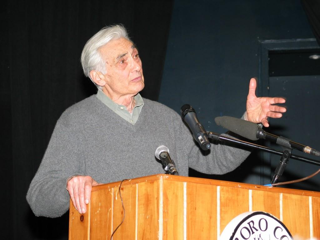 Howard Zinn speaks to students and faculty at Marlboro College in 2004 | Photo from Wiki Commons