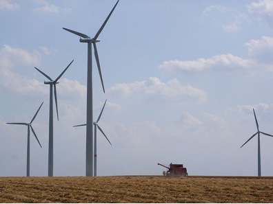 Wind farms are an efficient production of clean energy | Photo from Wikicommons