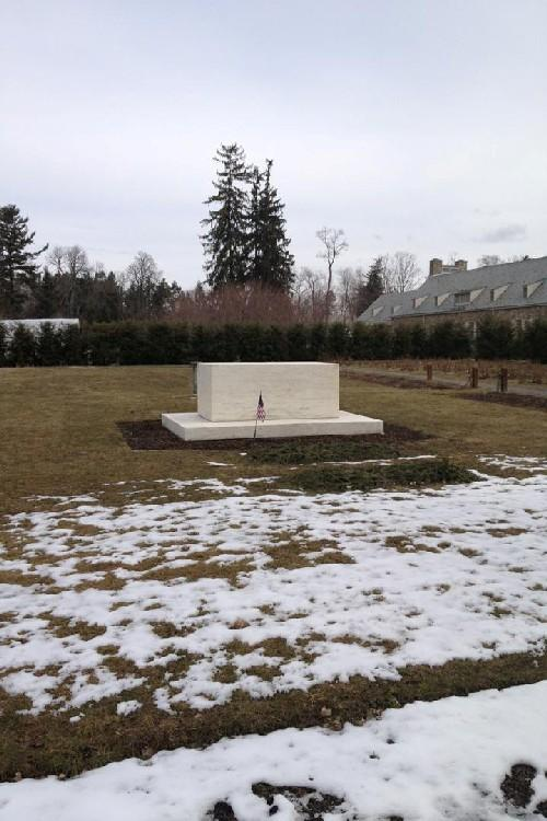 On a field trip to FDR's house and library, students got to see the late president's grave.