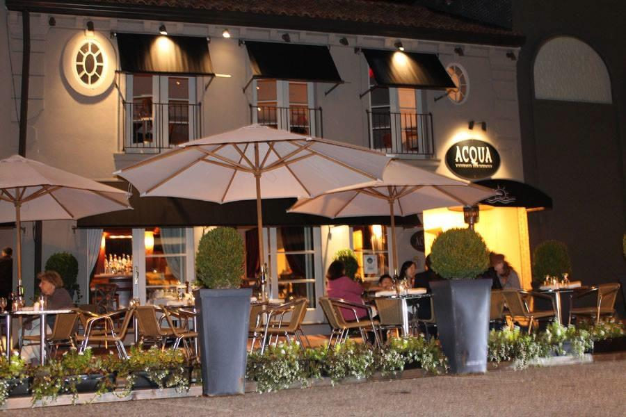 Diners+enjoy+the+reduced+price+menus+at+Acqua+on+Main+Street%2C+one+of+the+restaurants+participating+in+Restaurant+Week.+