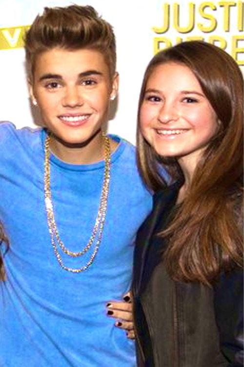 Staff+writer+Jane+Levy+poses+with+Bieber+himself.+