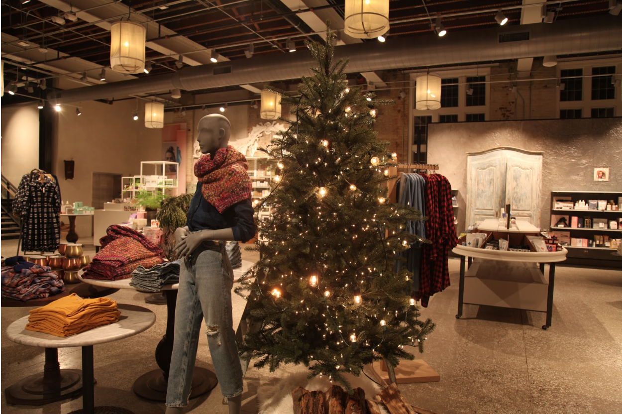 The+Holiday+Season+Manifests+in+Downtown+Westport