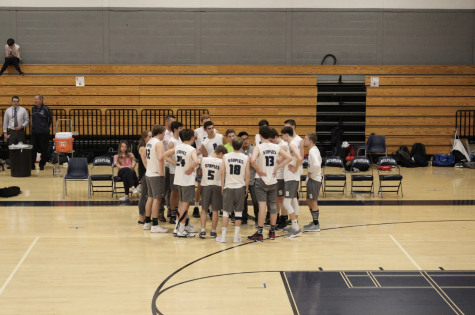 Staples boys' volleyball defeats Ludlowe
