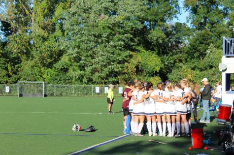 Field hockey continues to hold first place position after defeating Wilton
