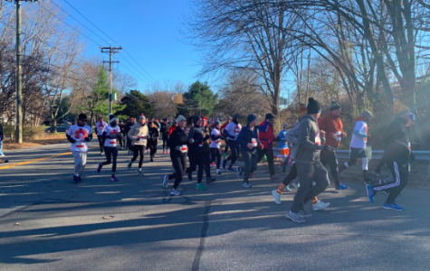 Thousands begin Thanksgiving morning running in annual turkey trot