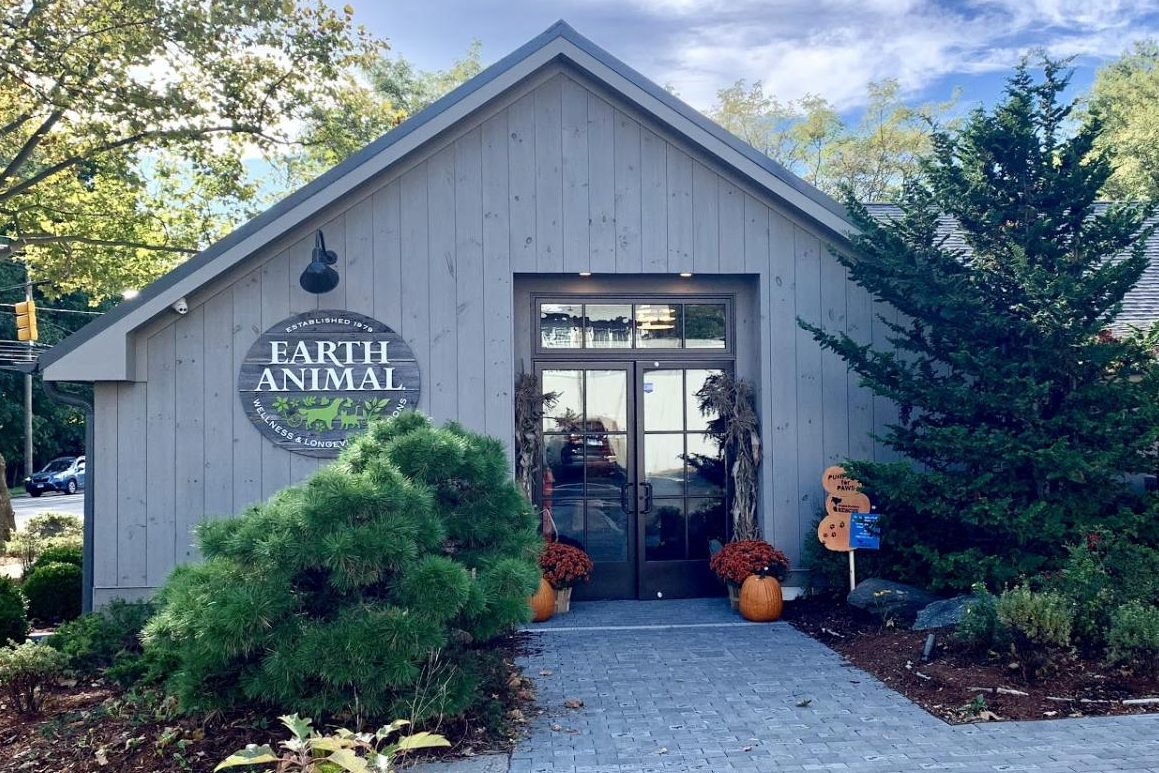 The new Earth Animal on Post Road opened on Oct. 6, exciting many shoppers dependent on their environmentally friendly options. This new location is easily accessible for many customers, and a bigger space. Photo by Abbie Goldstein '22.