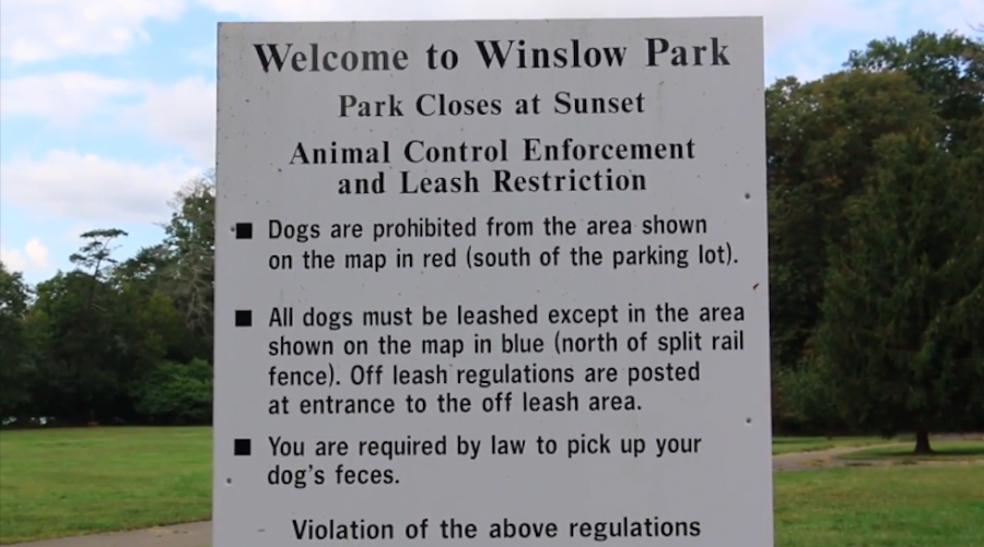 An+Informational+sign+stationed+at+the+entrance+of+Winslow+Park+explains+the+rules+and+policies+for+leash+restrictions.+Local+dog+walkers+reported+spotting+many+dogs+walking+off+leash+in+the+park.