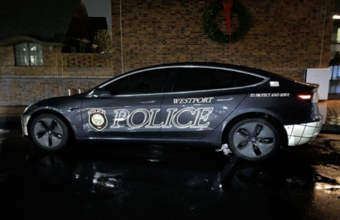 The new Model 3 Tesla is undergoing revamping in order to fulfil the needs of a police car. The car will be receiving emergency lights, sirens, a networked computer, a weapon rack and special tires in order to drive up to 100 mph.