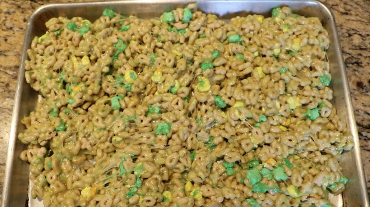 Limited+edition+St.+Patrick%27s+Day+Lucky+Charms+mixed+with+melted+marshmallows+to+make+an+amazing+dessert+for+the+holiday.+