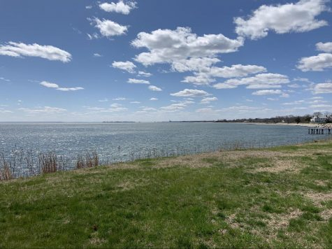 This view from Beachside Ave connects Southport Beach to Burying Hill Beach. This is a route where many people can be seen walking daily.