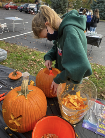 St. Luke Church Hosts Pumpkin Carving Event Among COVID-19 Restrictions