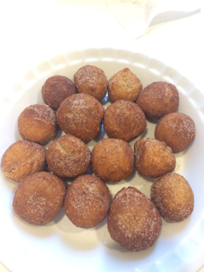 These pumpkin munchkins are a perfect dessert for the fall and taste so delicious.