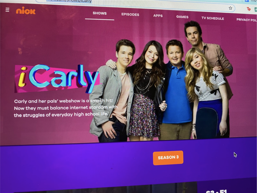 iCarly is an American sitcom that was released in 2007 that features three best friends and their hilarious web show. The first two seasons of Nickelodeon show have now appeared on Netflix as of Jan 3.