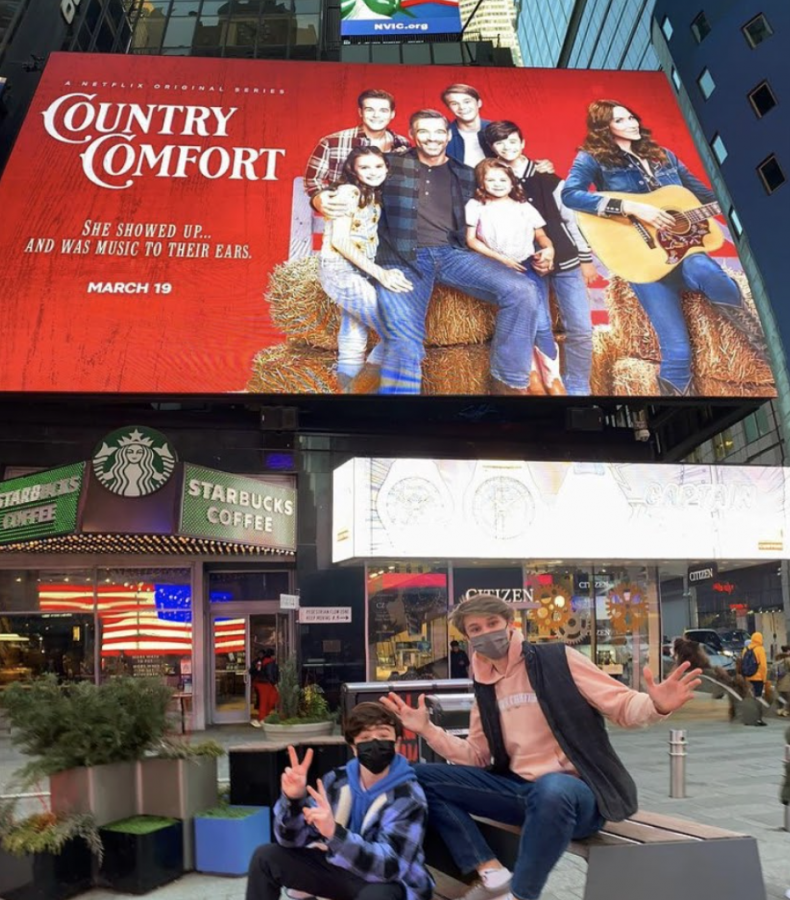 %28L-R%29%2C+Cast+members+Griffin+McIntyre+and+Jamie+Mann+%E2%80%9921+pose+in+front+of+the+%E2%80%9CCountry+Comfort%E2%80%9D+billboard+in+Times+Square%2C+New+York+City.