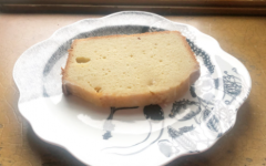 With spring around the corner, what better time is there to bake an iced lemon pound cake?