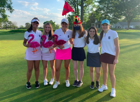 Linnea Jagenberg '21, Lizzie Kuendorf '22 and Leni Lemcke '22 all scored birdies in their victory against St. Joe's while Keeva Boyle '23 scored an eagle. The girls received flamingo and parrot prizes in recognition of their accomplishments. (Pictured left to right) Linnea Jagenberg '21, Lizzie Kuendorf '22, Leni Lemcke '22, Keeva Boyle '23 Merin McCallum '21, Kathleen Coffee '24