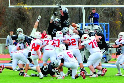 Football Team Wins FCIAC  Championship, Advances to  State Finals