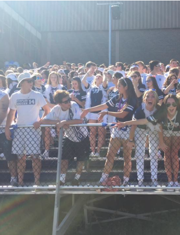 Students show their Wrecker-Pride at homecoming while Staples shut-out Westhill, 34-0