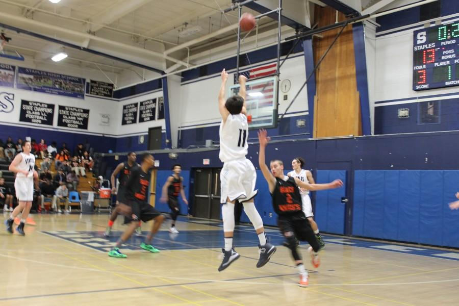 Staples boys' basketball exceeds expectations