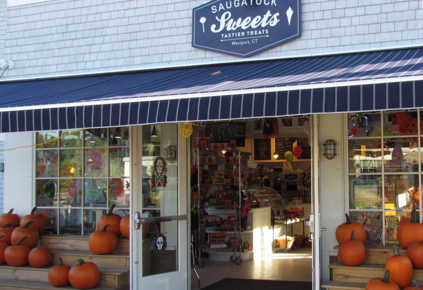 Saugatuck Sweets brings on Fall spirit