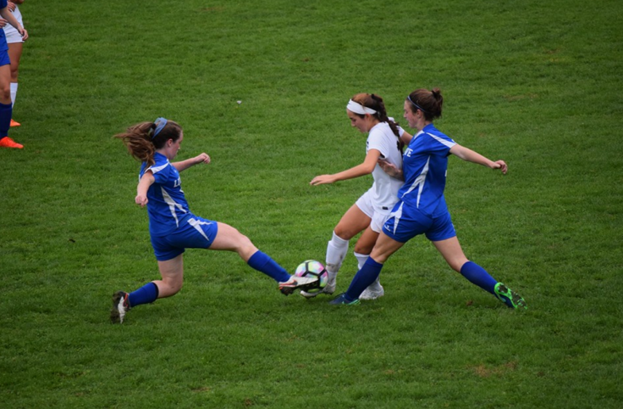 Girls' soccer defeats Ludlowe 2-1