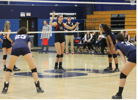 Girls' volleyball loses final regular season game, but qualifies for FCIACs