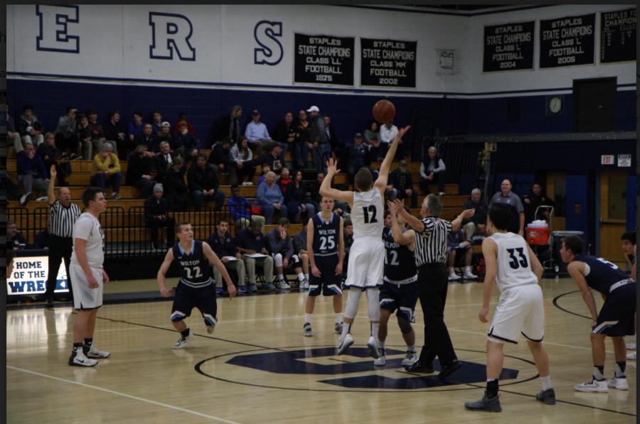 Wilton+defeats+Staples+boys%27+basketball+81-62+%28in+photos%29