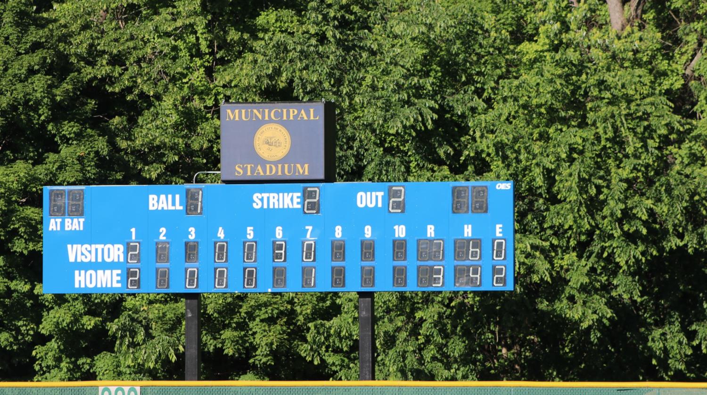 Staples baseball defeats Ridgefield in Class LL semifinal