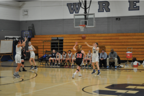 Staples girls' basketball beats New Canaan