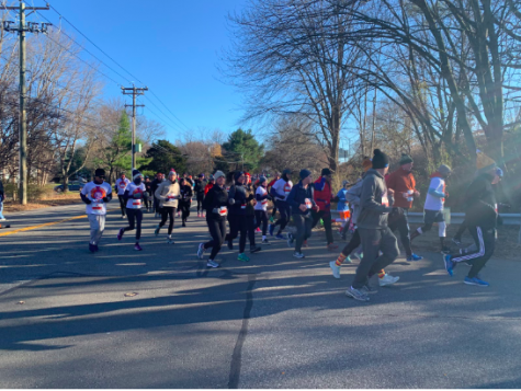 Thousands participate in the annual Turkey Trot race.