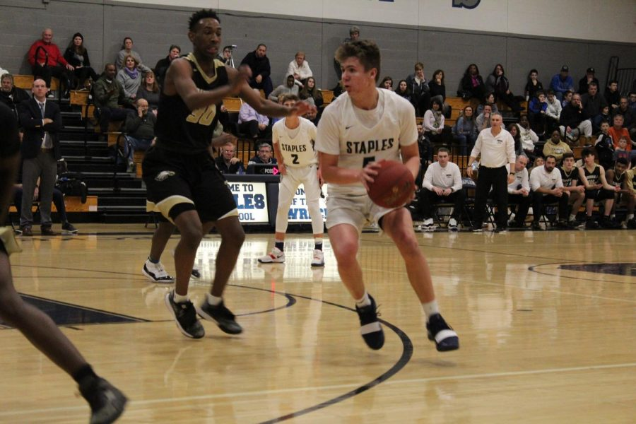 Wreckers' basketball falls to Golden Eagles