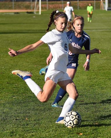 Girls' soccer ties Ridgefield 0-0, bringing record to 12-0-1