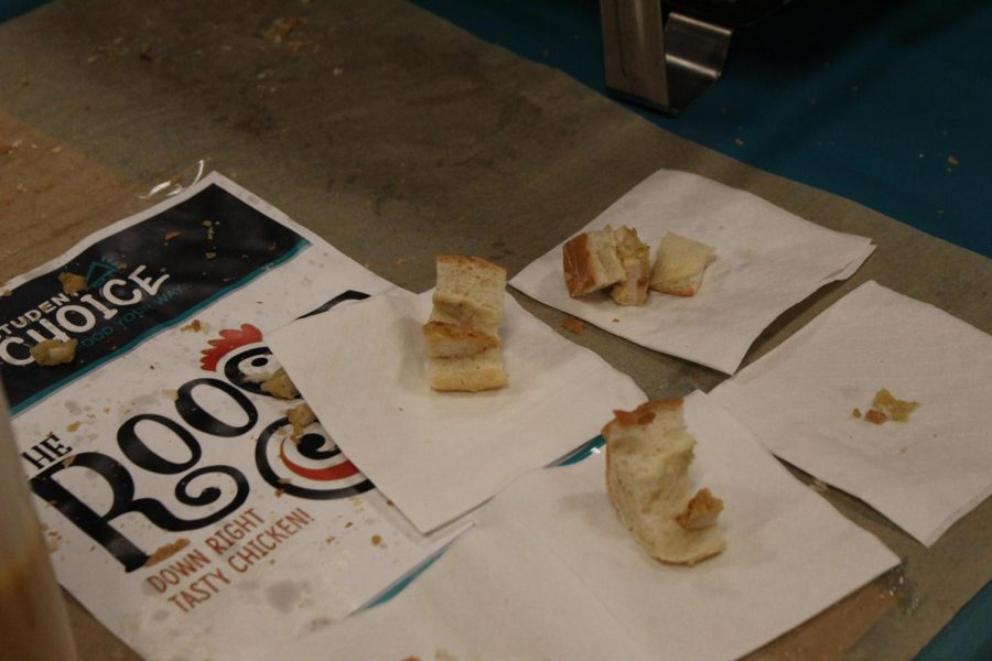Chicken+sliders+were+one+of+the+two+options+presented+for+students+to+try.+