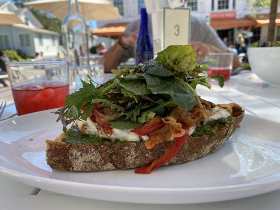Manna+Toast%E2%80%99s+menu+features+sourdough+toasts+topped+with+a+variety+of+different+ingredients.+The+cafe+also+serves+soups%2C+salads%2C+baked+goods+and+more.+