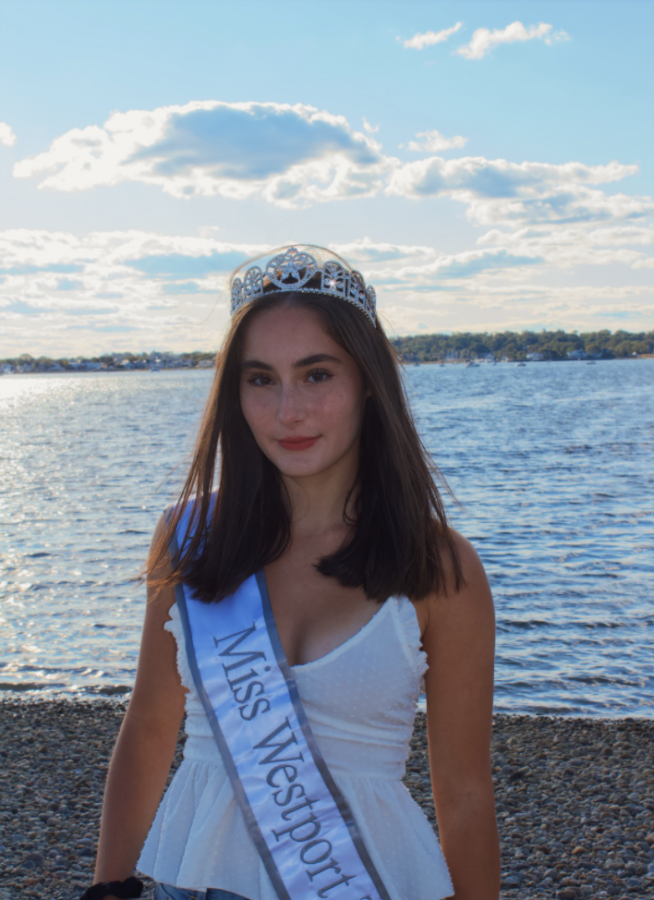 Juliette Savarino '22, Miss Westport Teen USA 2020, has been preparing extensively in areas like communication and confidence in order to compete in her first major pageant early next year, Miss Teen Connecticut.