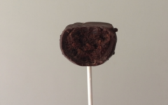 These chocolate cake pops are the perfect desert to enjoy with friends and family this holiday season.