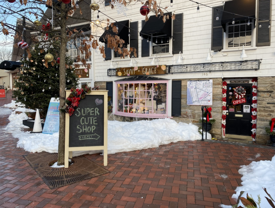Shops+in+downtown+Westport+invite+shoppers+to+partake+in+holiday+shopping+by+putting+up+decorations+and+creating+a+safe+environment+against+COVID.+Local+business+Savvy+%26+Grace+flourishes+with+customers+this+holiday+season+despite+the+necessary+restrictions+imposed+due+to+the+pandemic.