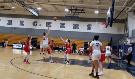The Staples girls' basketball team takes on Greenwich. Greenwich had a record of 15-6 in the 2019-20 season while Staples had a 21-3.