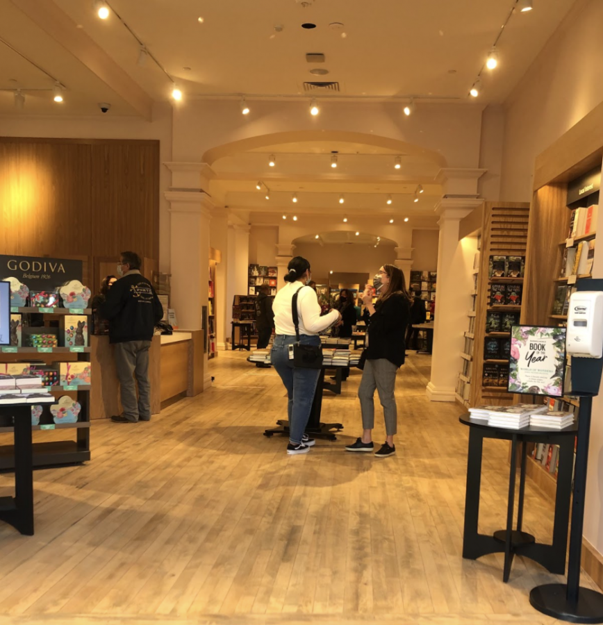 The entrance to the new store is spacious and welcoming. Off to the left is the front desk. The sections for different book genres branch off from the sides.