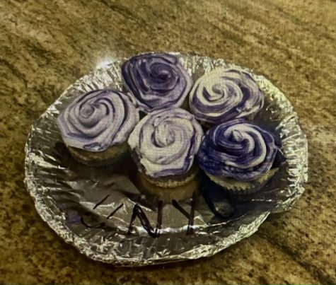 Friends of Emma Zhu '21 celebrated her acceptance with a contactless delivery of NYU themed cupcakes left at her front door.