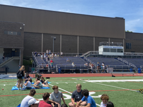 The junior picnic ran from 12:15 to 2:15 at the football field. The picnic included music, food and games like Kan Jam and Spikeball.