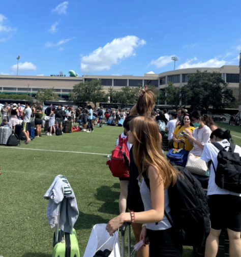 Line for students to evacuate from Tulane's campus to Houston, Texas. Photo contributed by Maizy Boosin '21.